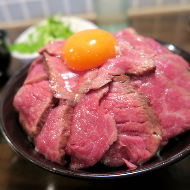 アカミヤコウシ(Akamiya Cowsi)のランチ!熟成ローストビーフ丼が美味すぎる